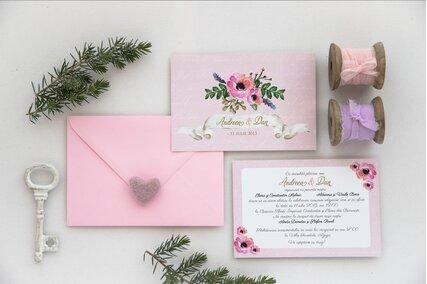 invitatie de nunta roz pastel cu anemone si frunze verzi