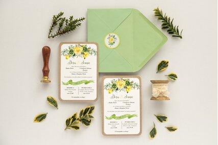 invitatie de nunta cu print vintage si flori galbene