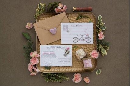 invitatie de nunta postcard roz cu bicicleta