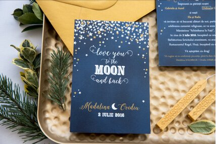 invitatie de nunta cu luna si stele albe si aurii