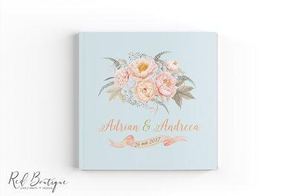 guestbook personalizat albastru deschis cu flori pastel