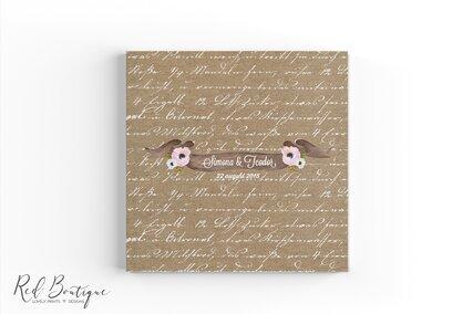 carte pentru urarile oaspetilor de nunta cu coperta personalizata crem si scris vintage