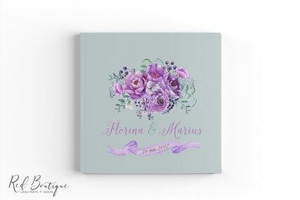 guestbook cu coperta personalizata cu flori mov si foi albe pentru urarile invitatilor de nunta