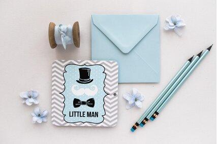 invitatie eleganta cu papion si job in dungi cu albastru si gri