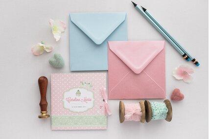 invitatie roz cu buline si dantela legata cu fundita roz