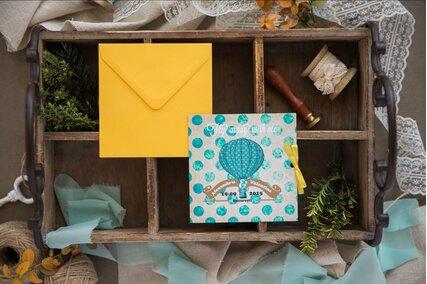 invitatie de nunta cu tema travel si plic galben