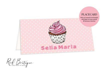 placecard chic pentru botez fetita cu roz si briosa cu crema si buline