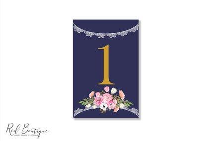 numar pentru masa de nunta rustica cu albastru inchis si flori roz