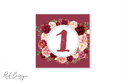 numar de masa pentru nunta cu rosu si coronita de trandafiri