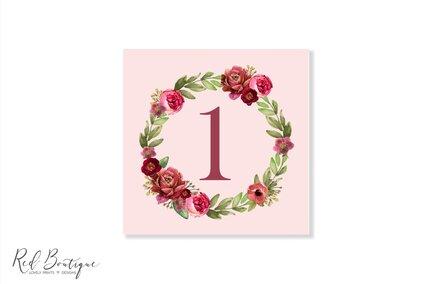 numere patrate de nunta cu roz si flori rosii in forma de coronita