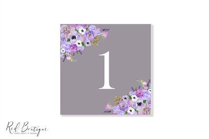 numar de masa pentru nunta gri cu flori mov si albe pe colt