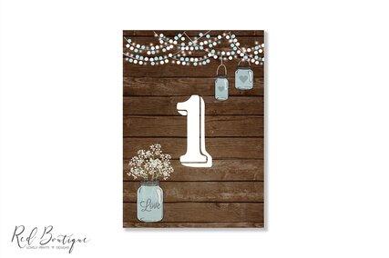 numere de masa rustice cu textura de lemn si borcan cu flori vintage pentru nunta