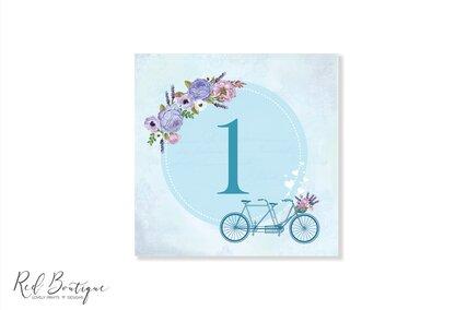 numere de masa patrate cu albastru si bicicleta pentru mesele de botez