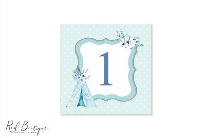 numere de masa patrate pentru botez baiat cu albastru si cort cu flori si pene