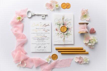 invitatie eleganta cu trandafiri si auriu