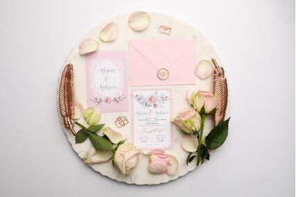 invitatie roz cu rama si flori