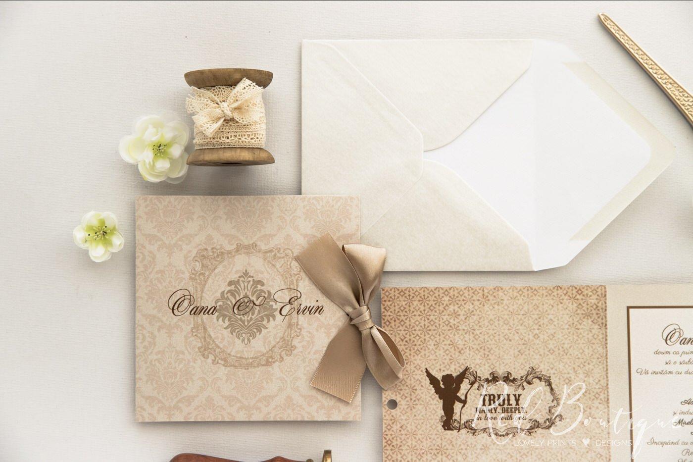 invitatie de nunta clasic eleganta crem cu fundita din panglica