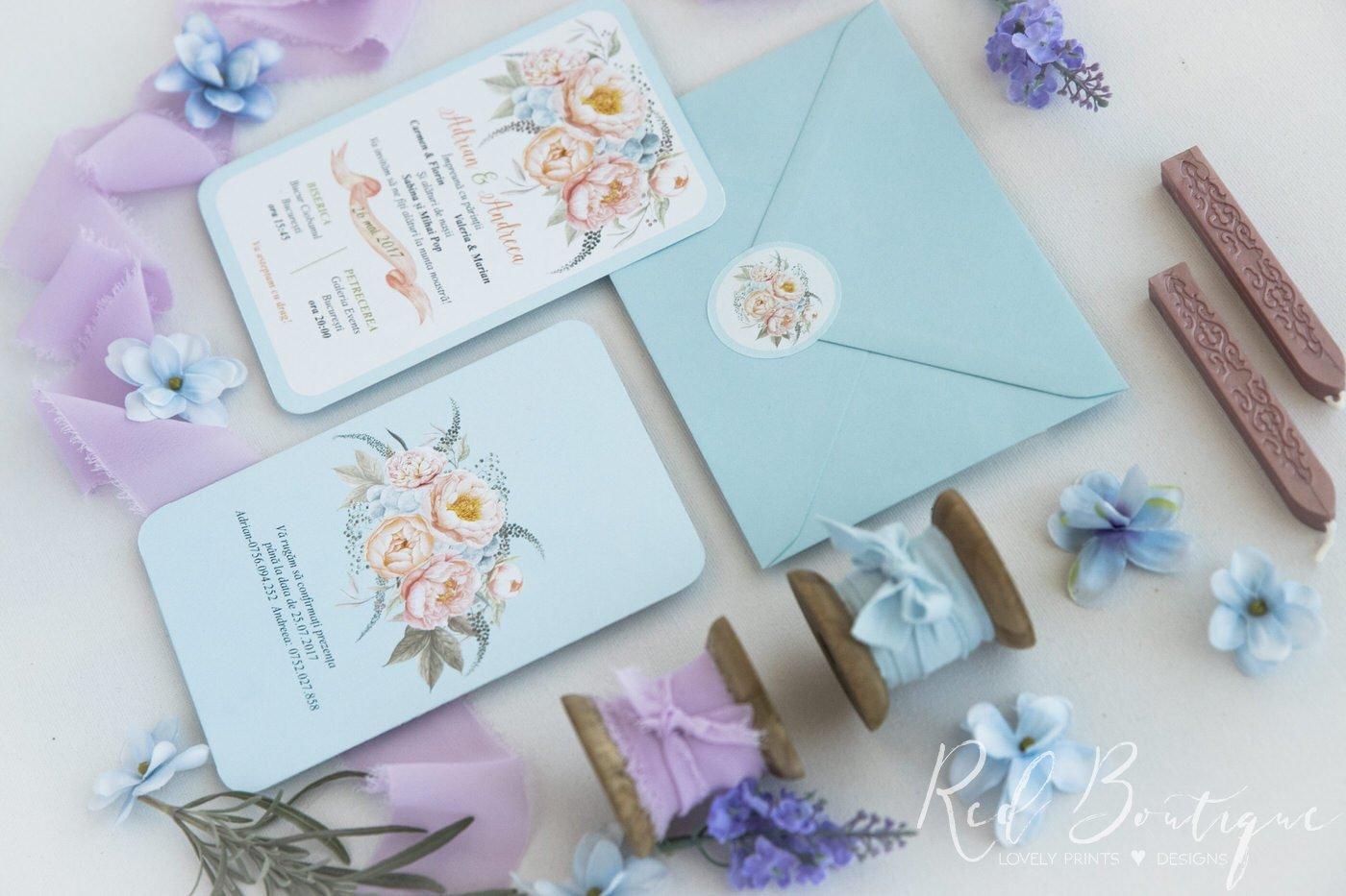 invitatie de nunta postcard in detaliu cu albastru deschis si bujori