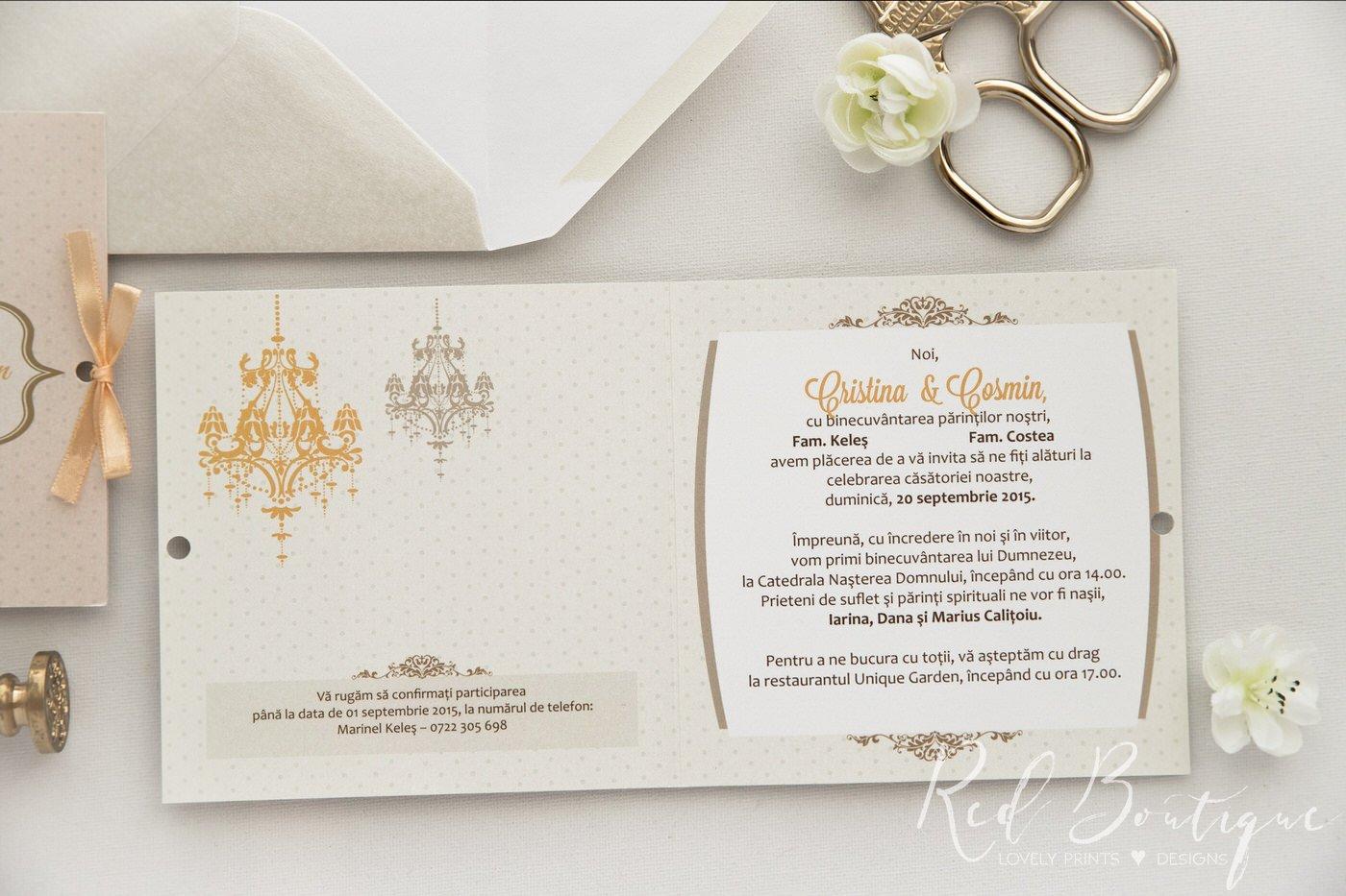 invitatie de nunta chic crem cu candelabru si funda prinsa pe lateral cu satin