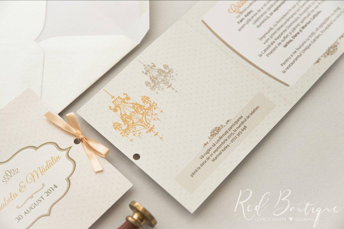 invitatie de nunta chic crem cu buline si funda prinsa pe lateral cu satin