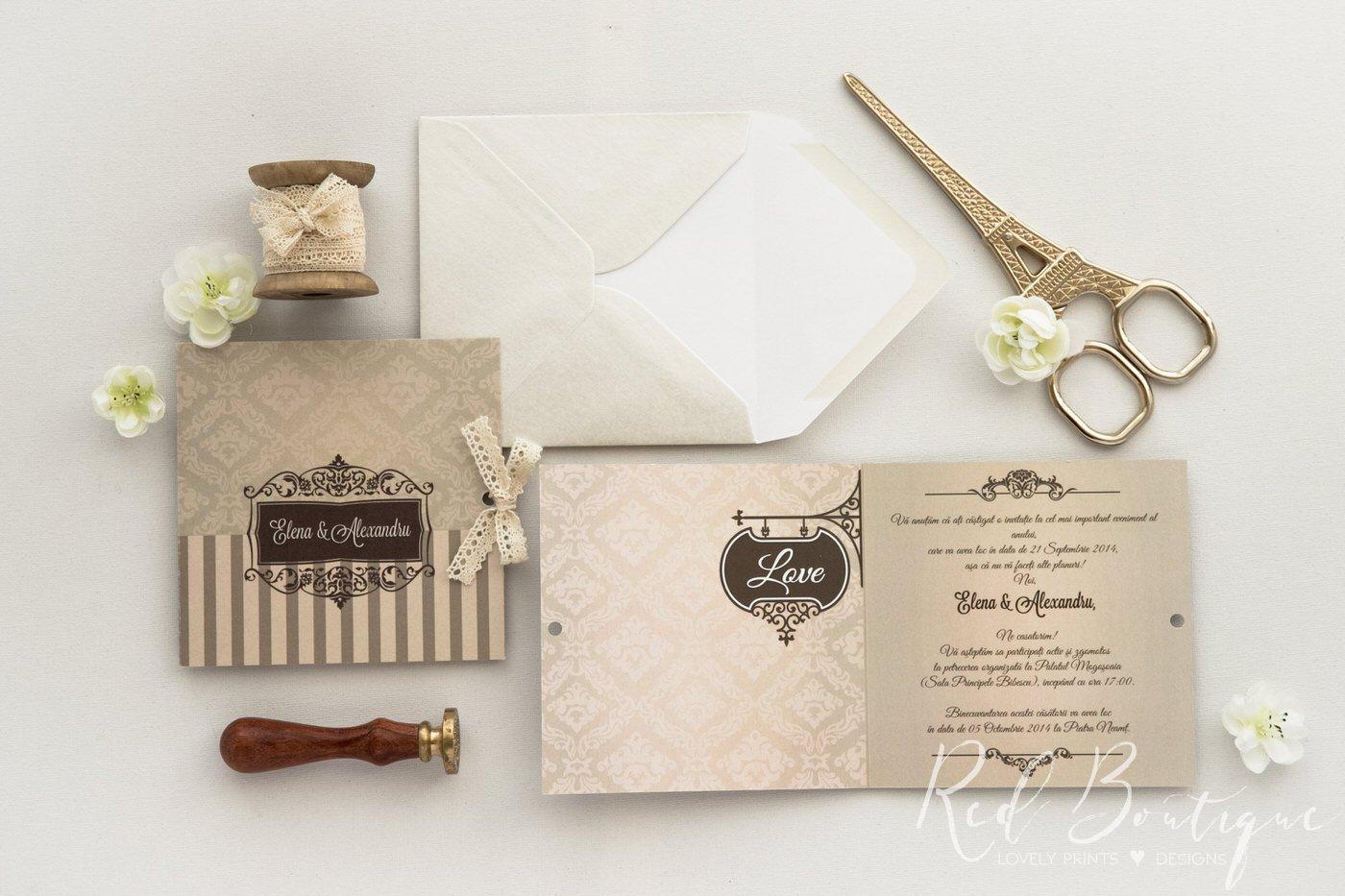 invitatie crem si bej pentru nunti elegante si clasice cu dungi si fundita de satin