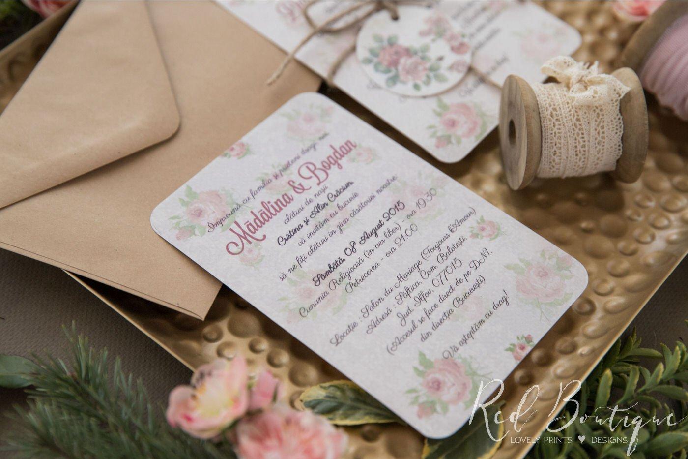 invitatie vintage cu buchet de trandafiri si plic kraft