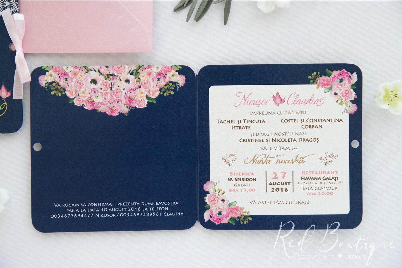 invitatie cu flori pictate roz si plic roz