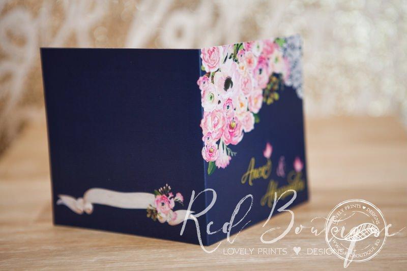 invitatie de nunta patrata albastru inchis cu fundita roz