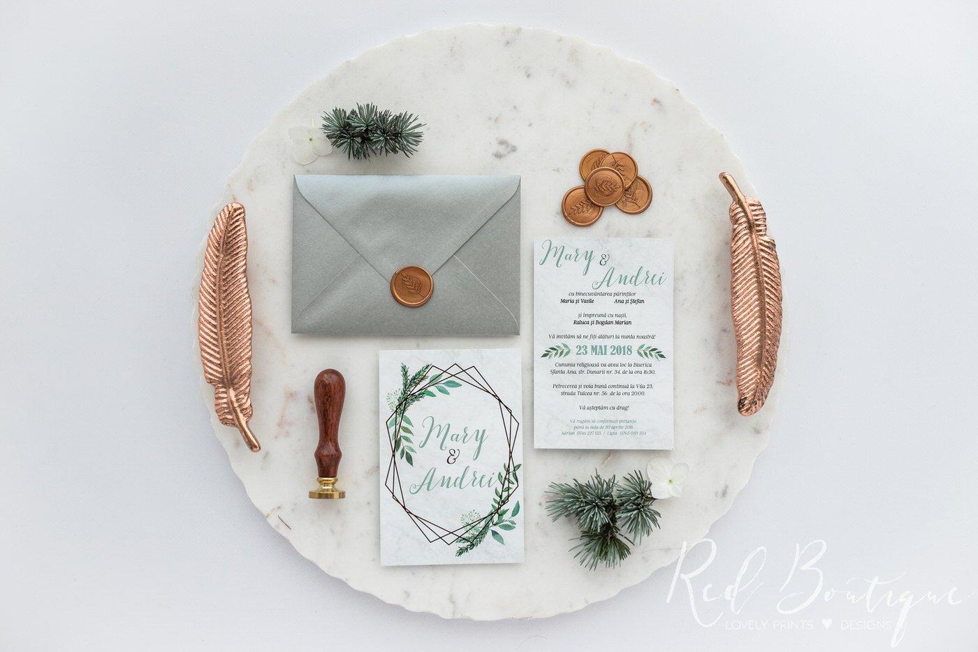 invitatie moderna cu frunze verzi pe carton mat catifelat si linii aurii