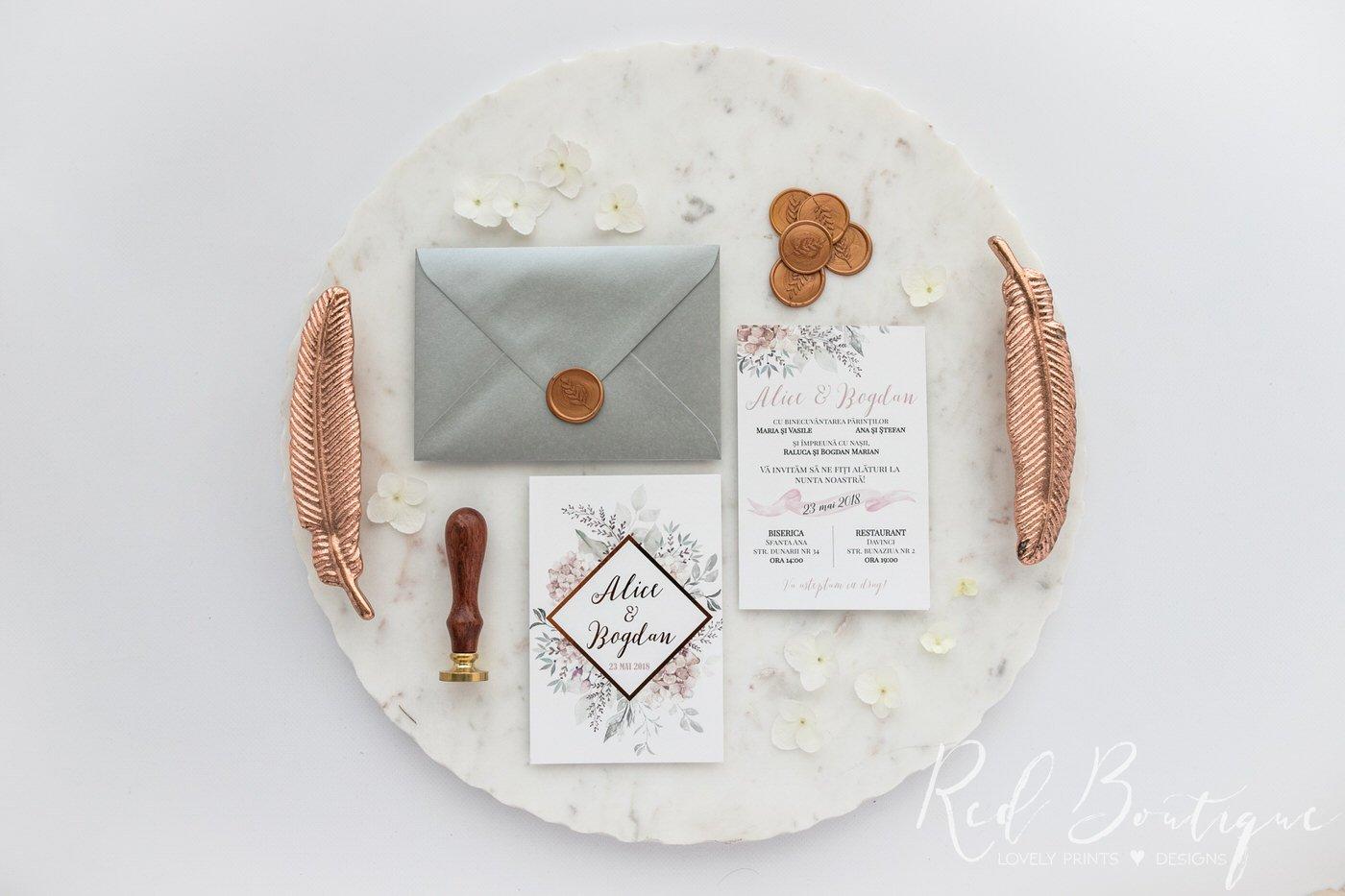 invitatie roz prafuit cu auriu si hartie catifelata si plic cu sigiliu
