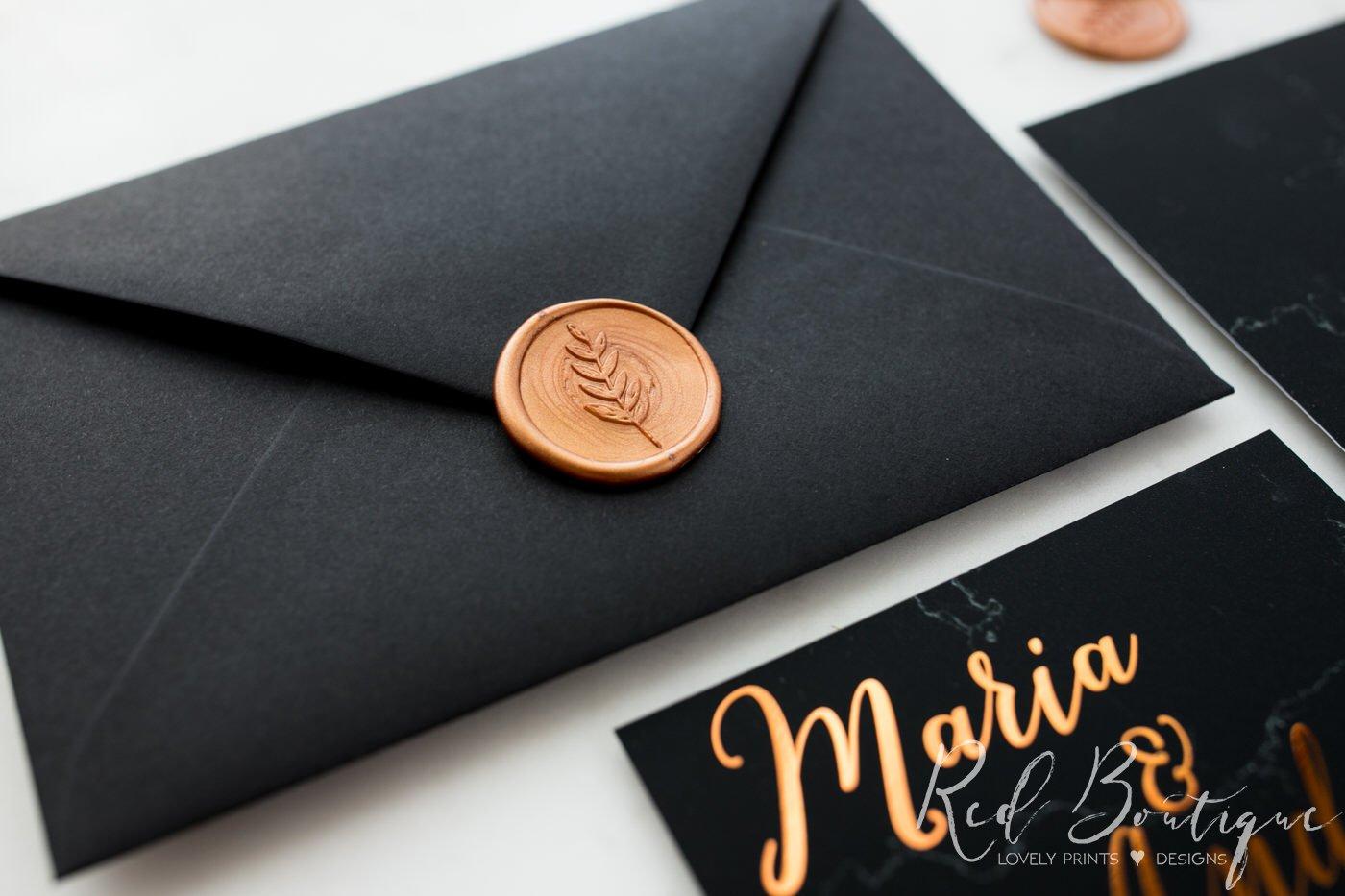 plic pentru invitatie cu sigiliu si scris rose gold