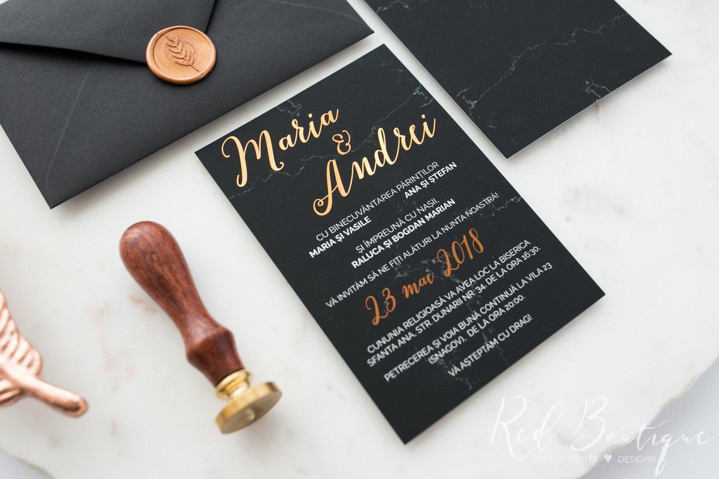 invitatie eleganta si deosebita cu negru si auriu textura catifelata mata