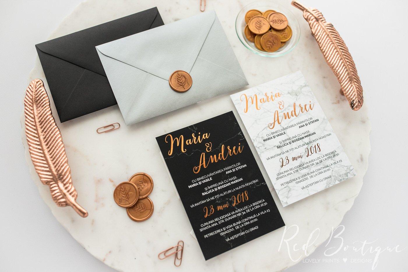 invitatie personalizata cu text rose gold si plic elegant negru sau argintiu cu sigiliu